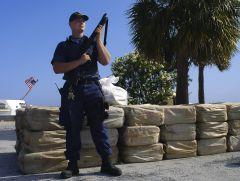 Частное Охранное Предприятие -  Охранник с оружием